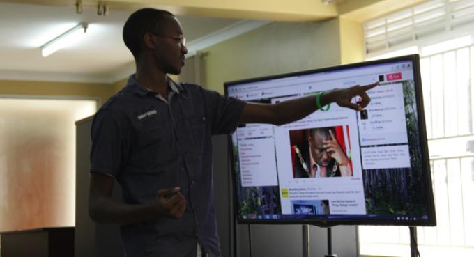 Byomuhangi Owen demonstrating the use of Twitter