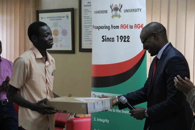 RAN MKITs (Videos) Winner 1 receiving his prize at the Makerere University School of Public Health RAN Innovation Lab
