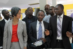 Ann-Mei-Chang-Left-interacting-with-the-RAN-Eastern-Africa-RILab-Director-Nathan-Tumuhamye-Far-Right