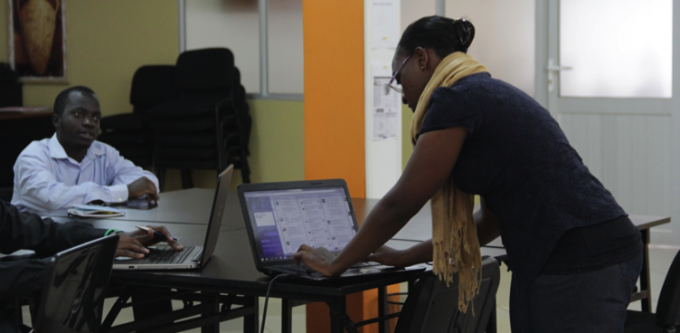 Victoria Mbabazi demonstrating how to use Tweetdeck
